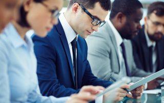 Empreendedor fazendo um curso de gestão de curta duração