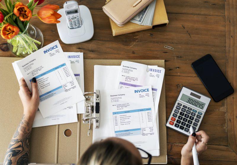 Hora de separar os documentos para contabilidade